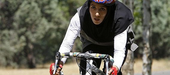 در ابتدا نظر خودتان را درباره دوچرخه سواری بانوان بیان کنید. اصولا بنده بین دوچرخه سواری، متورسیکلت سواری و رانندگی ماشین تفاوتی قائل نیستم، زمانی که شرایط مربوط...
